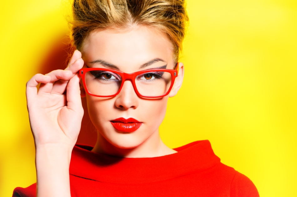 Makeup Tips For Those Who Wear Glasses